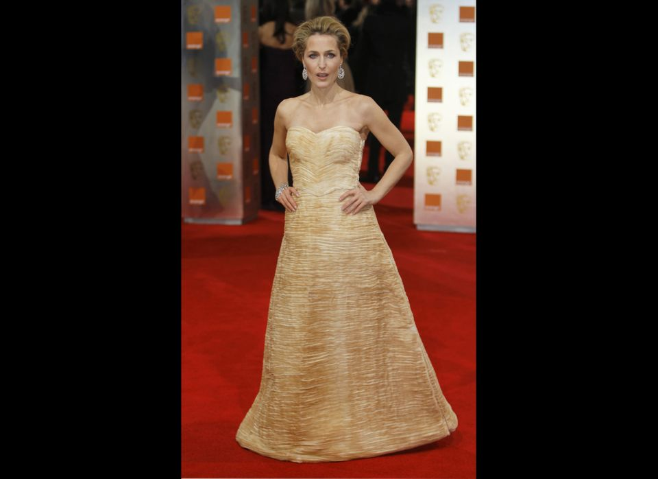 "The ""X-Files"" actress <a href=""http://www.huffingtonpost.com/2012/03/13/gillian-anderson-lesbian-relationships-out-magazine_n"