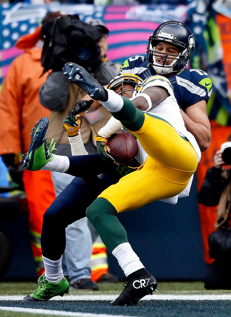 SEATTLE, WA - JANUARY 18:  Sam Shields #37 of the Green Bay Packers intercepts a pass intended for  Jermaine Kearse #15 of th