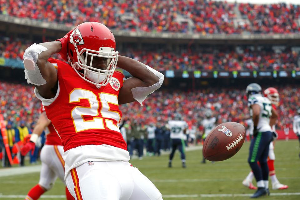 KANSAS CITY, MO - NOVEMBER 16:   Jamaal Charles #25 of the Kansas City Chiefs celebrates scoring a touchdown against the Seat