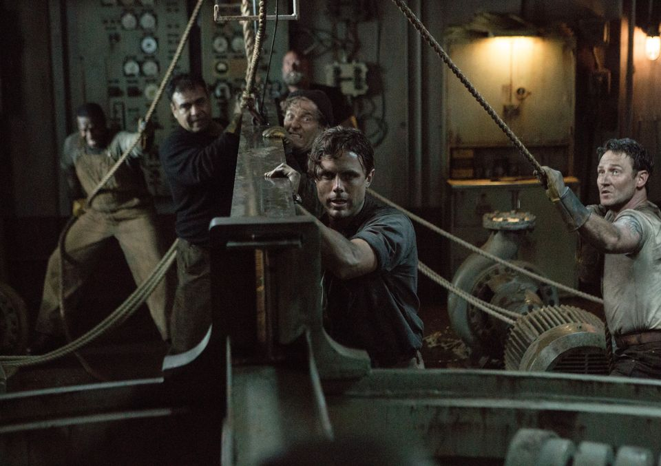 Ray Sybert (Casey Affleck) and Tchuda Southerland (Josh Stewart) struggle to keep their ship, the SS Pendleton, from sinking