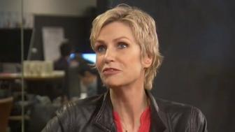 Jane Lynch opened up to HuffPost Live on Tuesday about having social anxiety.