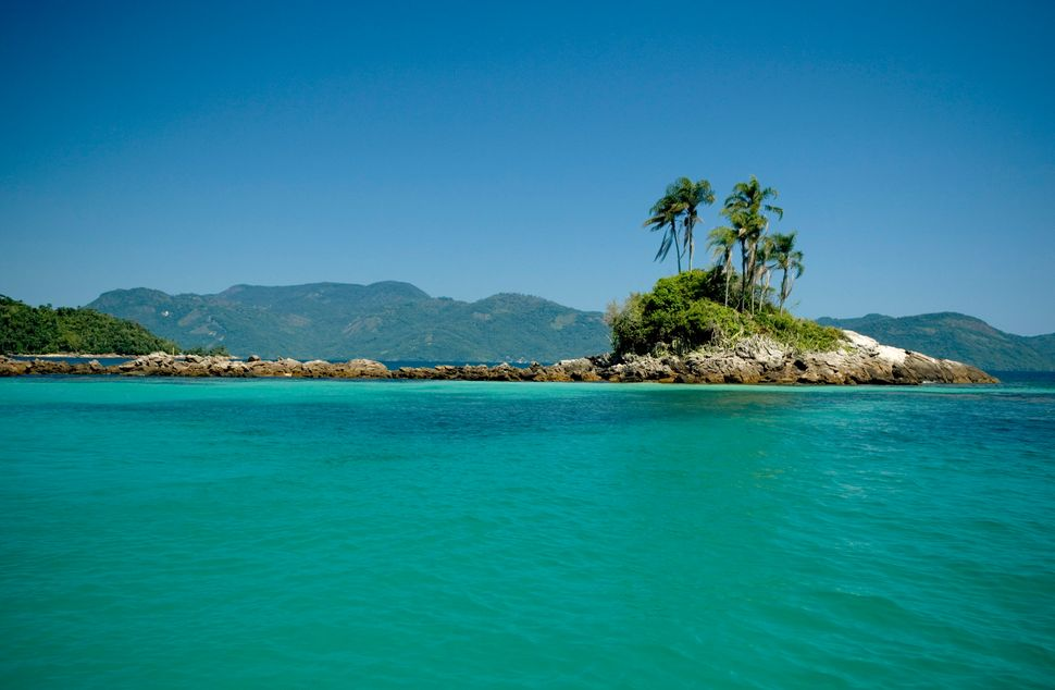 """The bays around <a href=""""http://www.huffingtonpost.com/2014/08/15/pretty-places-without-internet-access_n_3961920.html"""">Brazi"""