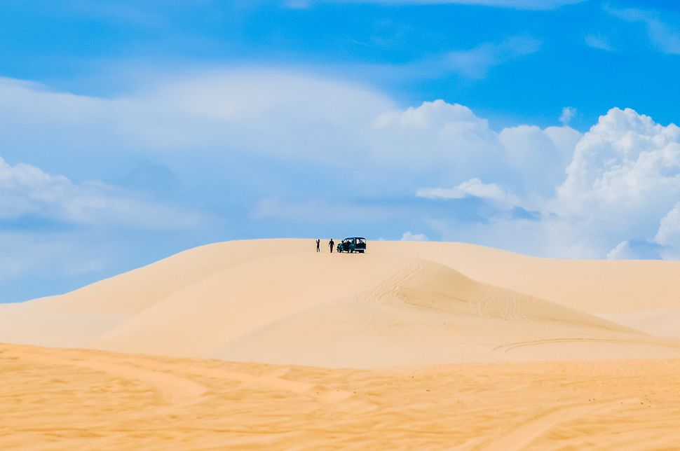 """These epic, wide-open dunesare yours for <a href=""""http://www.huffingtonpost.com/2014/03/22/where-to-go-southeast-asia_n"""