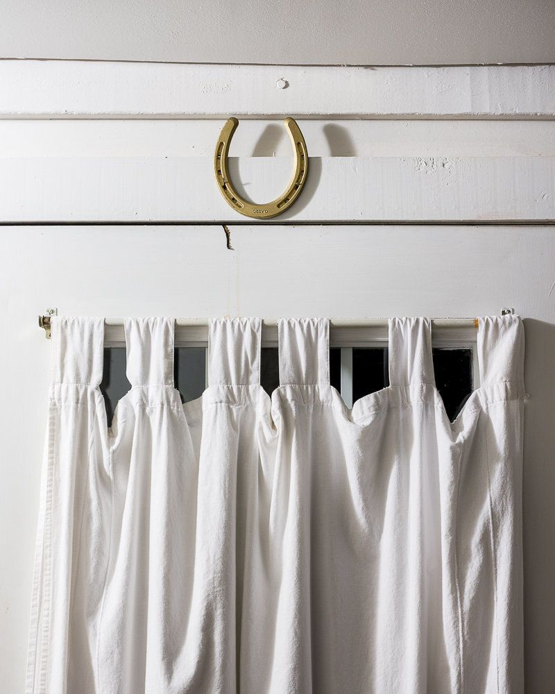 Some people think that when you hang a horseshoe the ends should point up so the luck doesn'€™t drain out. Others think the e