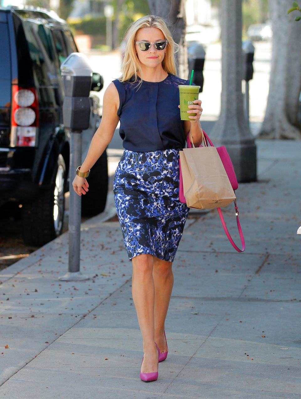 <strong>Reese Witherspoon:</strong> If only we all looked like this while we were out running errands. Her printed pencil ski