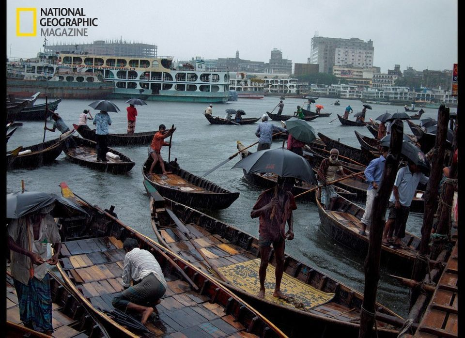Taxi boats called <em>kheya nouka</em> cross the Buriganga River to Sadar Ghat, Dhaka's main boat terminal, providing transpo