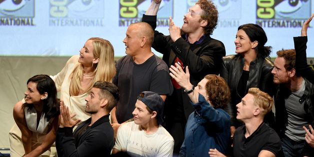 Epic Superhero Selfie Ends Comic-Con Panel On A High Note