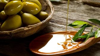 Olive oil is an alternative for people who may be allergic to coconut oil.