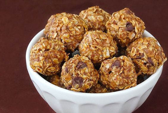"<strong>Get the <a href=""http://www.gimmesomeoven.com/no-bake-energy-bites/"" target=""_blank"">No-Bake Energy Bites Recipe</a>"