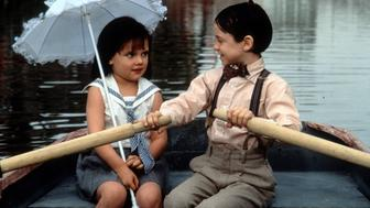Bug Hall rowing a boat while looking at Brittany Ashton Holmes in a scene from the film 'The Little Rascals', 1994. (Photo by Universal Pictures/Getty Images)