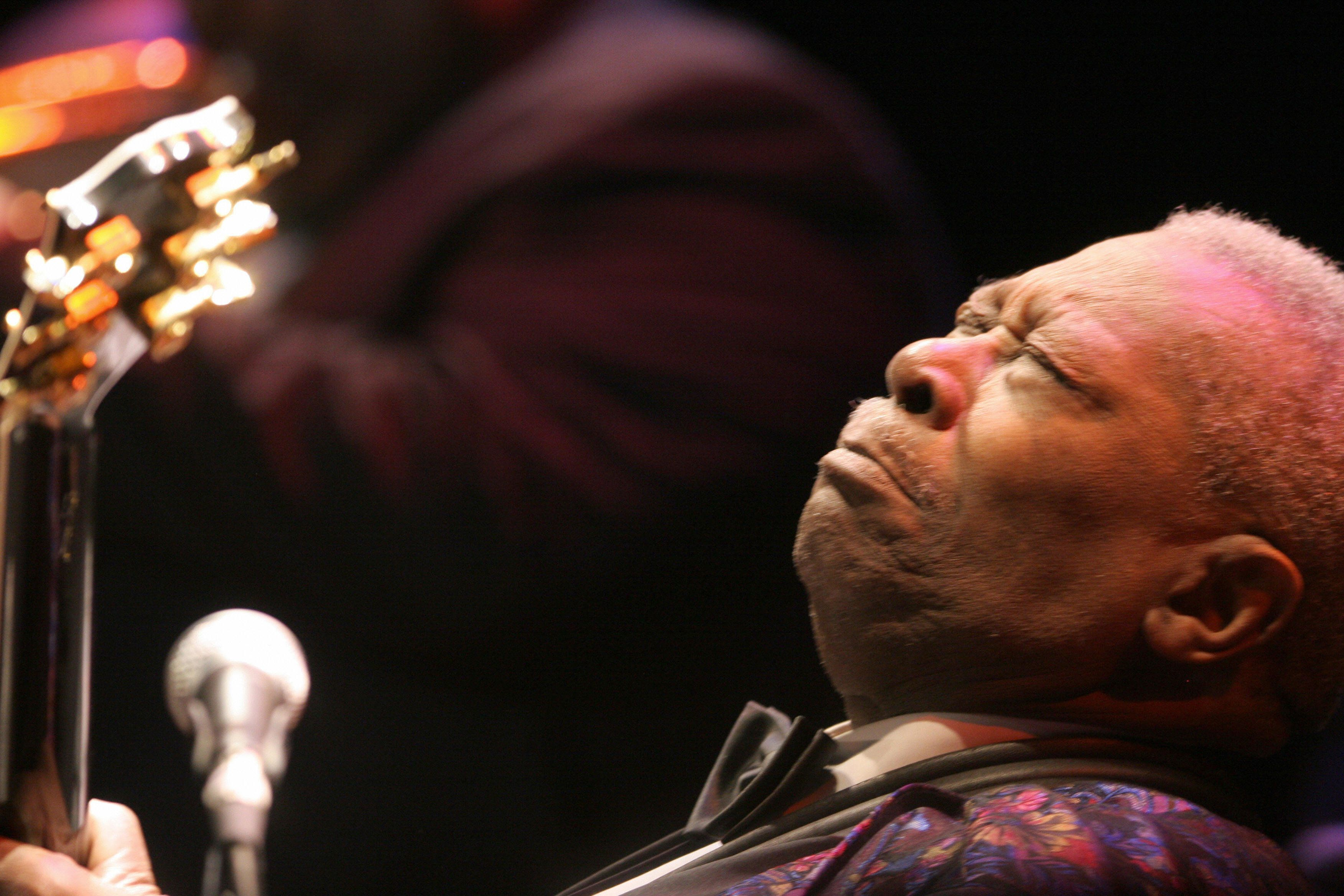 Anaheim, UNITED STATES:  Blues music legend B.B. King kicks off his '60th Anniversary Tour' in Anaheim, California, 02 January 2007.  The 81-year-old blues man, who has a total of 14 Grammy Awards to his name, launched his professional career in 1947 in Memphis.   AFP PHOTO / ROBYN BECK  (Photo credit should read ROBYN BECK/AFP/Getty Images)
