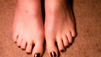 I am one of the few people who like there feet...perhaps its because I DONT CRAM THEM INTO HIGH HEELS EVERYDAY suckerz