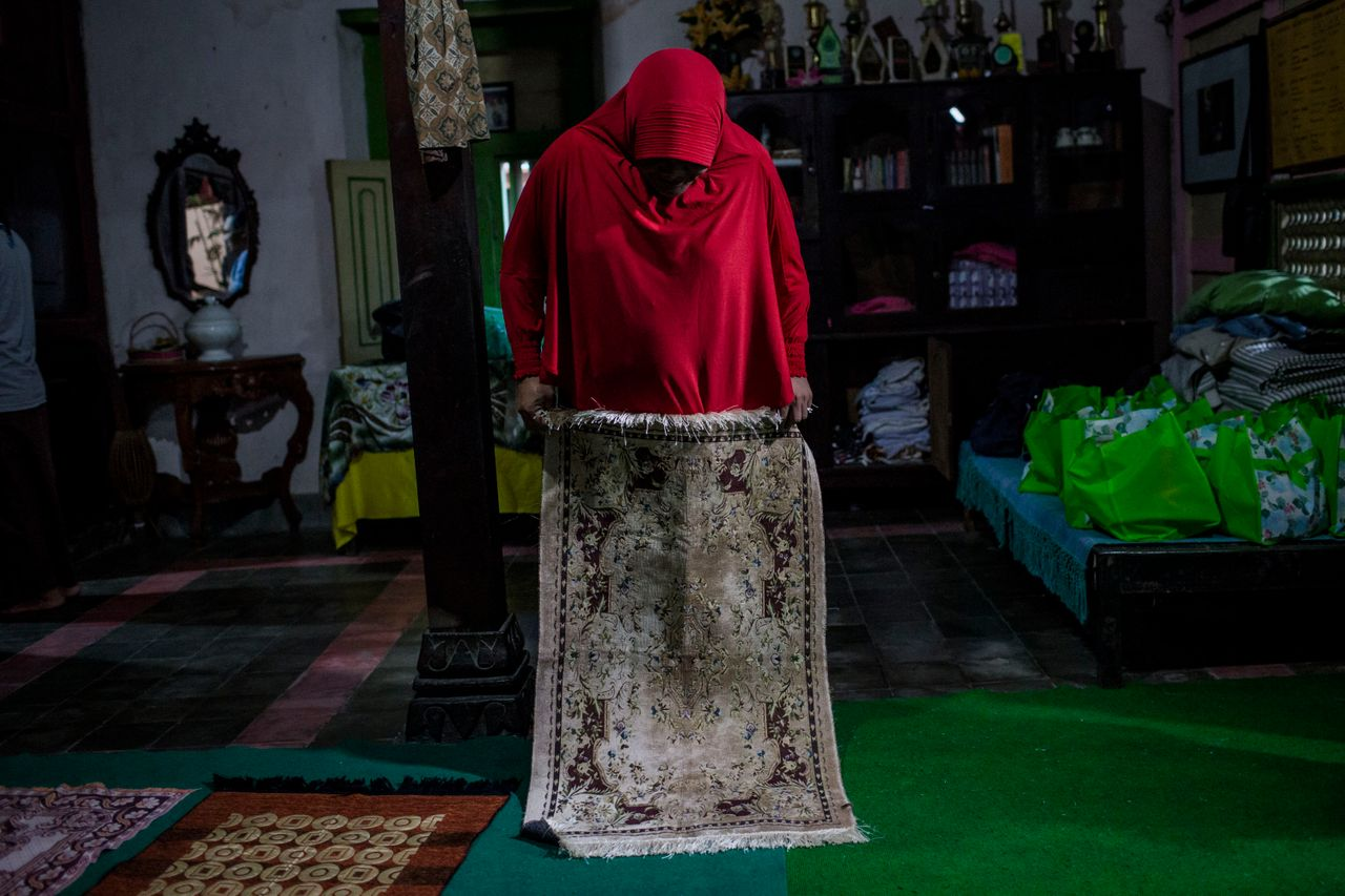 YOGYAKARTA, INDONESIA - JULY 12: A member of a Pesantren boarding school, Al-Fatah, for transgender people known as 'waria' prepares for pray during Ramadan on July 12, 2015 in Yogyakarta, Indonesia. During the holy month of Ramadan the 'waria' community gather to break the fast and pray together. 'Waria' is a term derived from the words 'wanita' (woman) and 'pria' (man). The Koran school Al-Fatah was set back last year's by Shinta Ratri at her house as a place for waria to pray, after their first founder Maryani died. The school operates every Sunday. Islam strictly segregates men from women when praying, leaving no-where for 'the third sex' waria to pray before now. (Photo by Ulet Ifansasti/Getty Images)