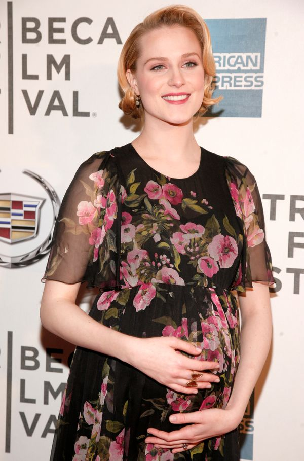 "Evan Rachel Wood <a href=""https://twitter.com/evanrachelwood/status/238791671553351681"" target=""_blank"">came out on Twitter</"