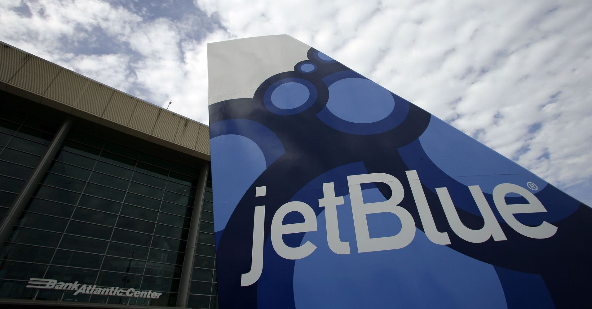 jetblue offering 64 flights in extended summer flash sale huffpost. Black Bedroom Furniture Sets. Home Design Ideas