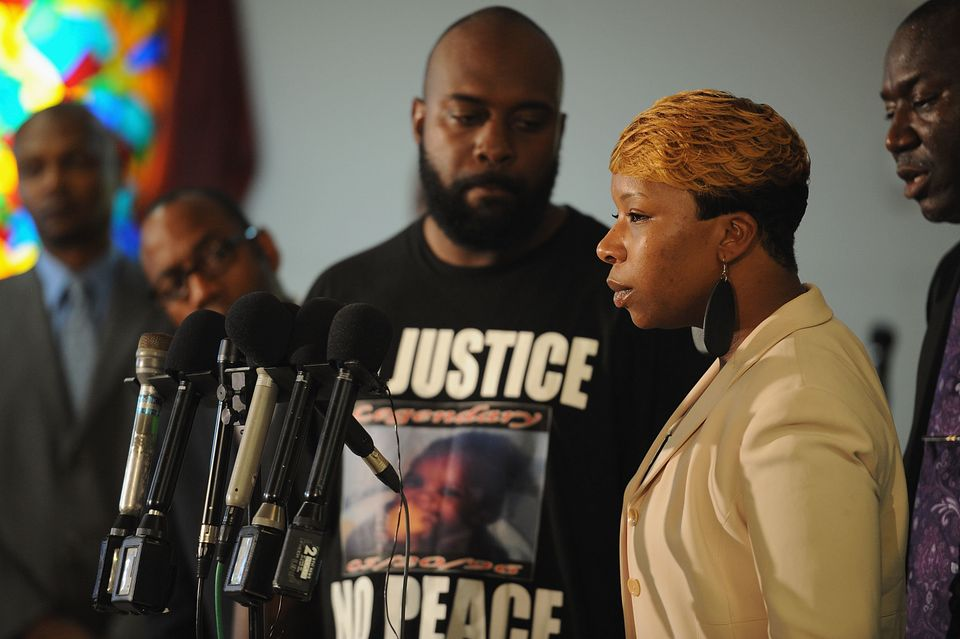 JENNINGS, MO - AUGUST 11: Lesley McSpadden, mother of slain 18 year-old Michael Brown speaks during a press conference at Jen