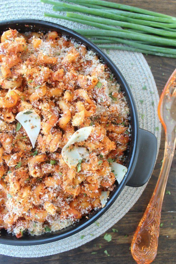 "<strong>Get the <a href=""http://littleleopardbook.com/2014/10/20/roasted-red-pepper-chorizo-baked-mac-cheese/"" target=""_blank"