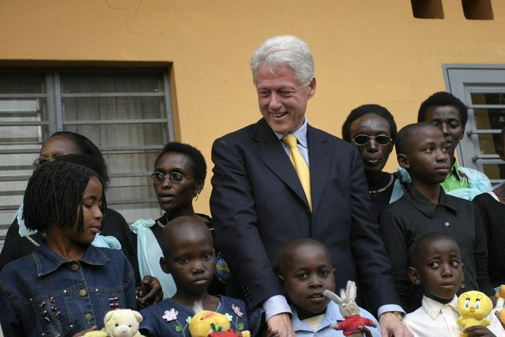 Kigali, RWANDA:  Former US President, Bill Clinton, poses 23 July 2005 with HIV positive children at the Treatment and Reseac