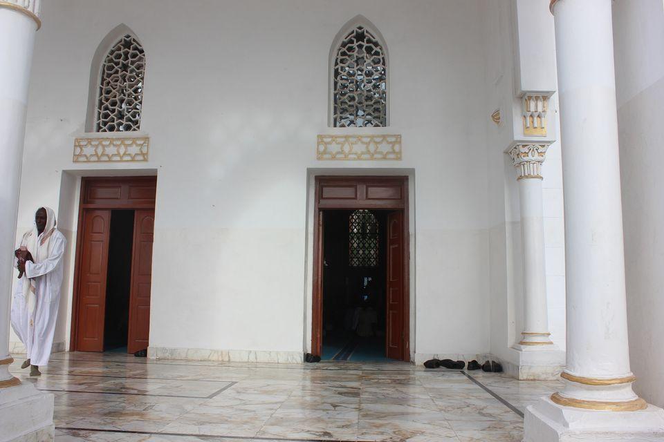 The recently renovated façade ofMogadishu's historical mosque, Isbaheysiga.