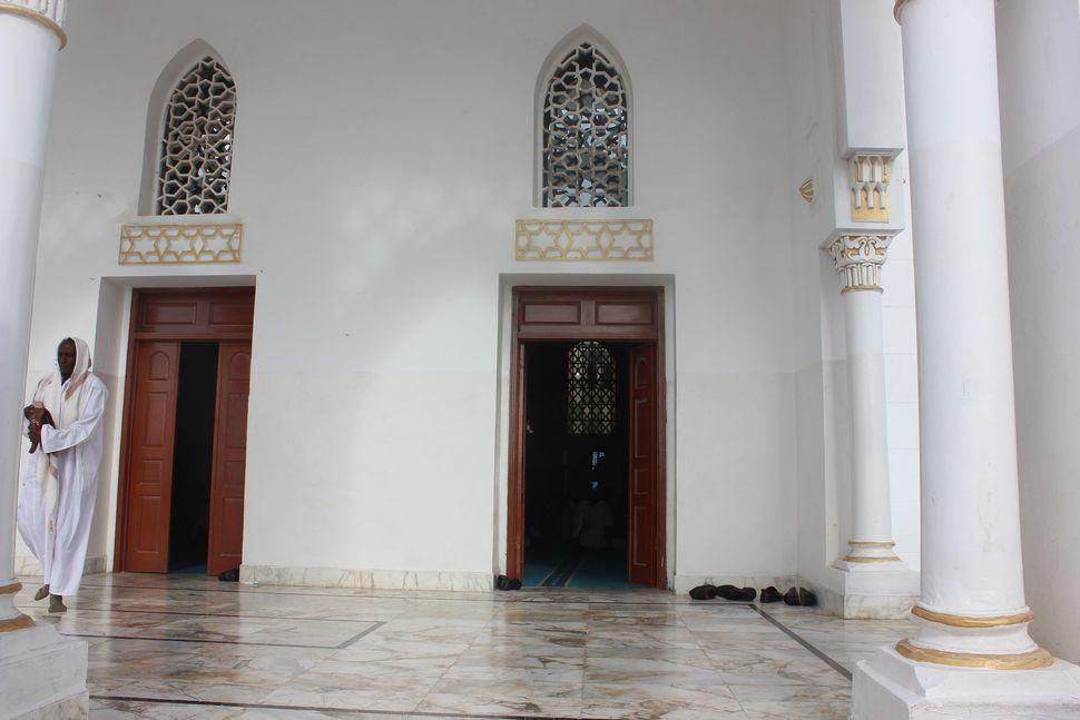 <span><span>The recently renovated fa&ccedil;ade of&nbsp;Mogadishu</span><span>'s historical mosque, Isbaheysiga.</span></spa