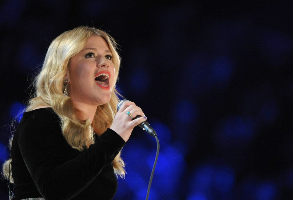 Kelly Clarkson\'s \'Game Of Thrones\'-Themed Christmas Card Is ...