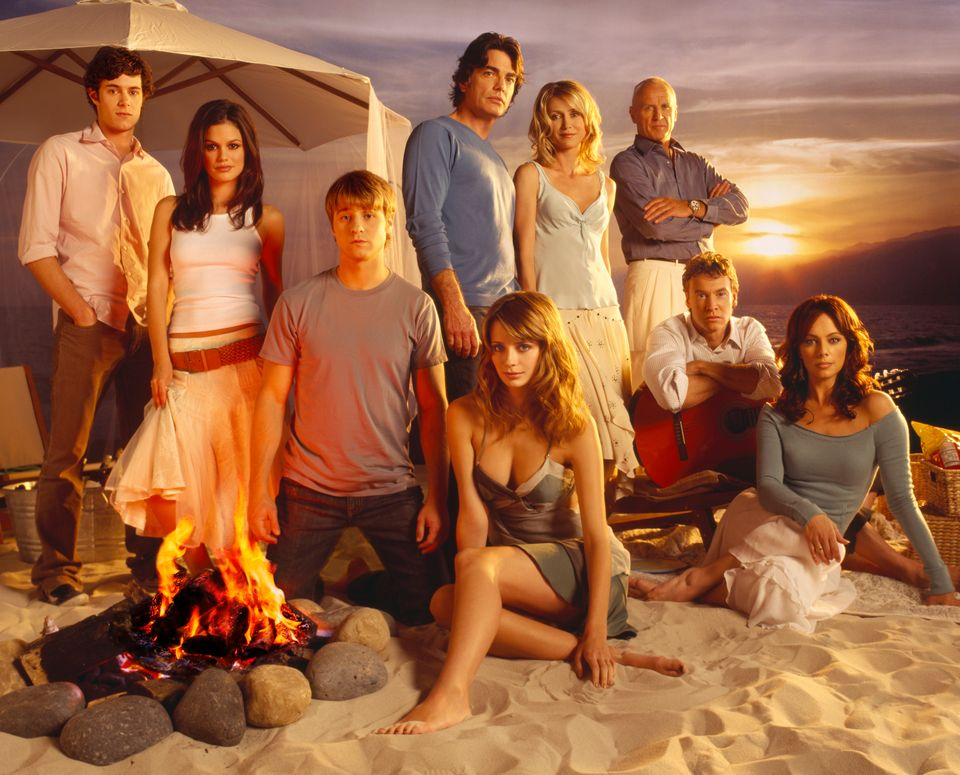 UNSPECIFIED - MARCH 08:  Full shot of cast on beach: Adam Brody as Seth, Rachel Bilson as Summer, Benjamin McKenzie as Ryan,