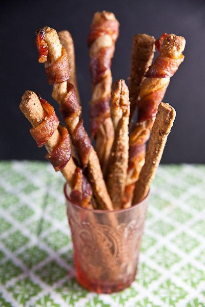 "<strong>Get the <a href=""http://www.healthy-delicious.com/2012/12/easy-grissini-two-ways-bacon-wrapped-rosemary-parmesan/"" ta"