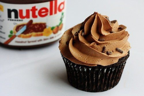 "<strong>Get the <a href=""http://notyourmommascookie.com/2012/04/chocolate-bacon-cupcakes-with-nutella-buttercream/"" target=""_"