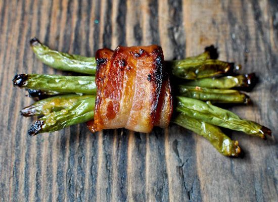 "<strong>Get the <a href=""http://www.howsweeteats.com/2011/06/green-bean-bacon-bundles/"">Green Bean Bacon Bundles recipe</a> b"