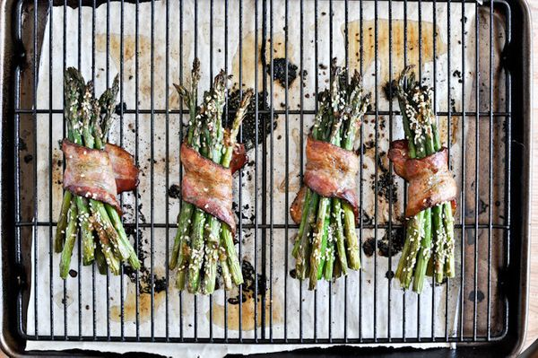 "<strong>Get the <a href=""http://www.howsweeteats.com/2012/04/bacon-wrapped-caramelized-sesame-asparagus/"" target=""_blank"">Bac"