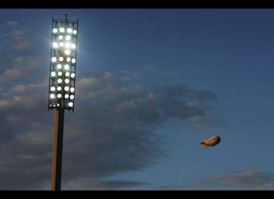 Orange-Yellow UFOs Glide Over Three Florida Towns [VIDEO