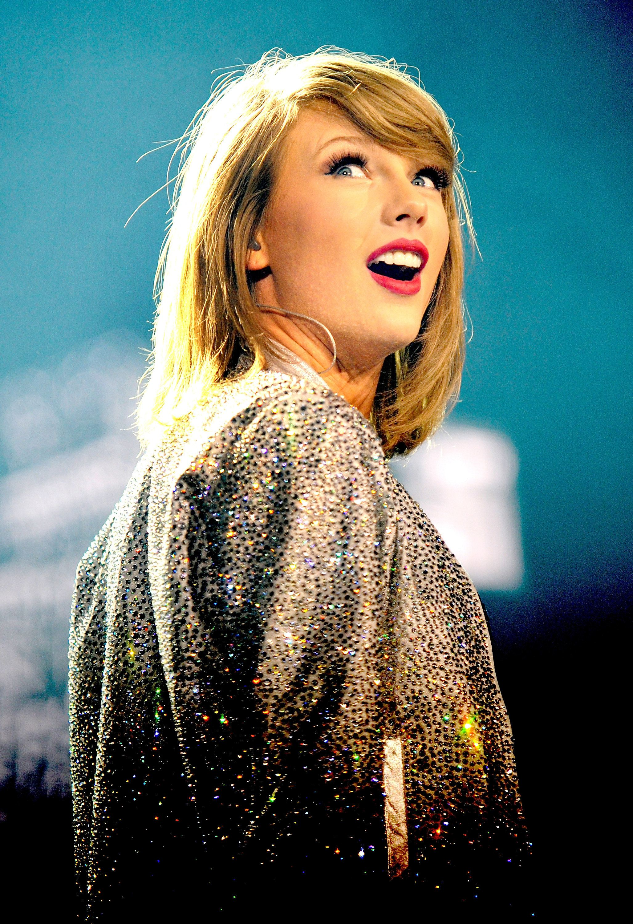 MANCHESTER, ENGLAND - JUNE 24:  Taylor Swift performs at Manchester Arena on June 24, 2015 in Manchester, England.  (Photo by Shirlaine Forrest/Getty Images for TAS)