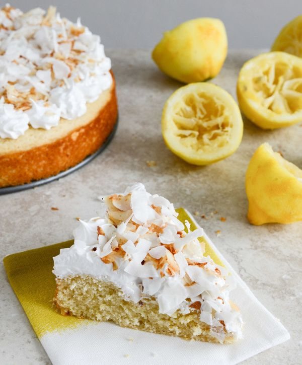 """<strong>Get the <a href=""""http://www.howsweeteats.com/2013/03/easy-lemon-cake-with-marshmallow-frosting-toasted-coconut/"""" targ"""