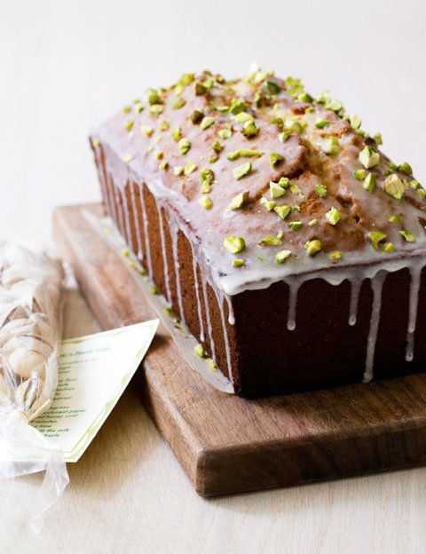 "<strong>Get the <a href=""http://leitesculinaria.com/81970/recipes-pistachio-pound-cake.html"">Pistachio Lover's Pound Cake rec"