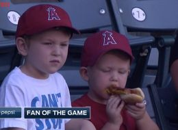 Adorable Baseball Fan Can't Figure Out This Whole 'Hot Dog' Thing
