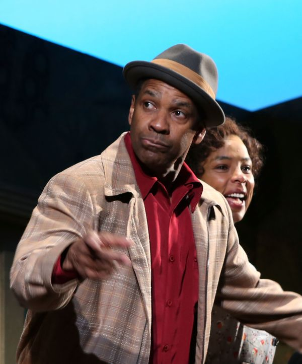 "<a href=""http://www.playbillvault.com/Person/Detail/74505/Denzel-Washington"">Denzel Washington stared as Walter Lee Younger</"