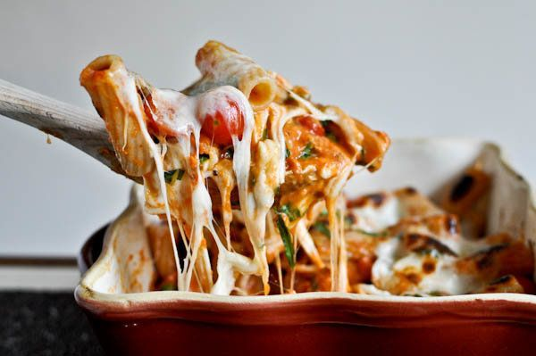 """<strong>Get the <a href=""""http://www.howsweeteats.com/2011/05/creamy-caprese-pasta/"""">Creamy Caprese Pasta recipe from How Swee"""