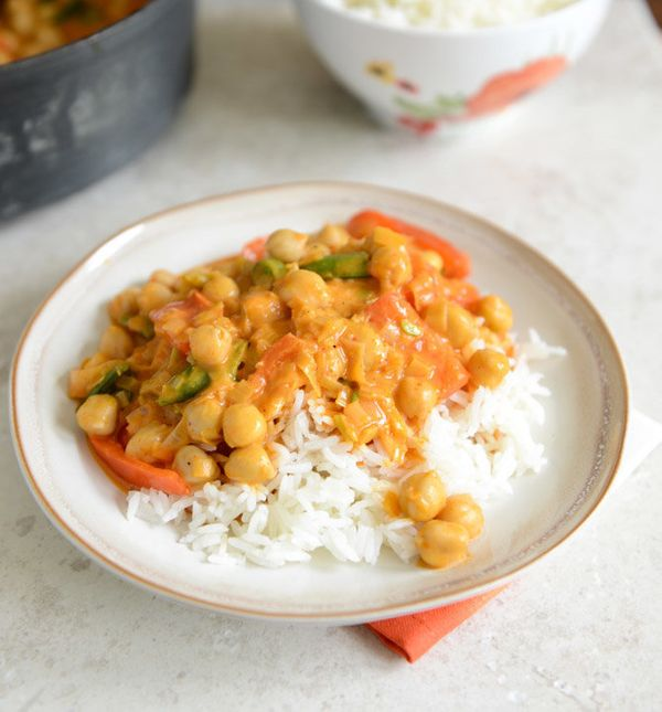 """<strong>Get the <a href=""""http://www.howsweeteats.com/2013/07/easy-chickpea-curry-with-coconut-rice/"""" target=""""_blank"""">Easy Chi"""
