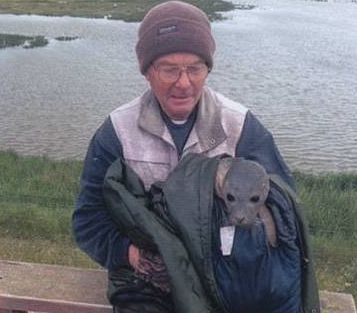 Ian Ellis and the seal pup.