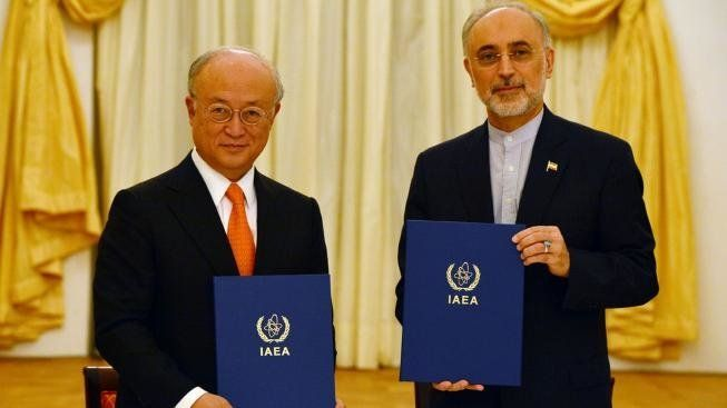 <span>IAEA Director General Yukiya Amano and Vice President of the Islamic Republic of Iran Ali Akhbar Salehi sign a roadmap