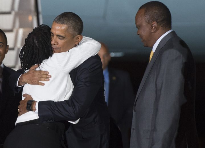 <span>President Barack Obama (R) is greeted by his half-sister Auma (2-L) on July 24, 2015 at Nairobi's Jomo Kenyatta Airport