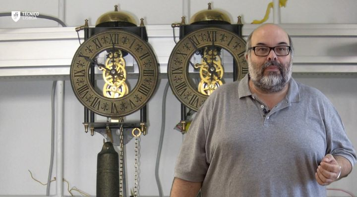 <span>Dr. Luis Melo with the pendulum clocks used to confirm the mathematical model of the pendulums' synchronization.&nbsp;<
