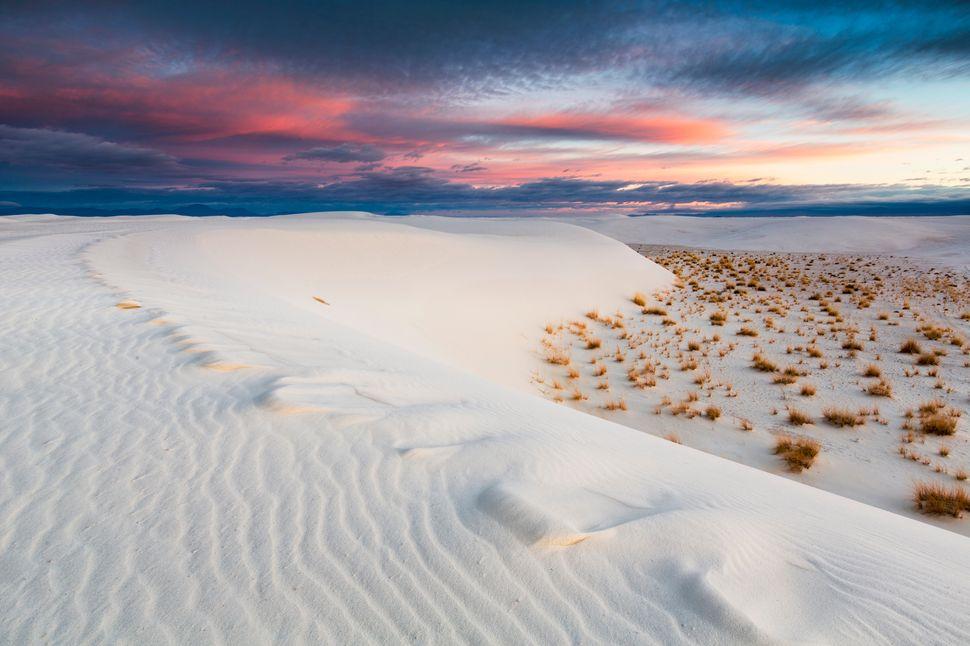 "Thesedunes of sparkling white<a href=""http://www.nps.gov/whsa/index.htm"">gypsum sand</a>arethe perfec"