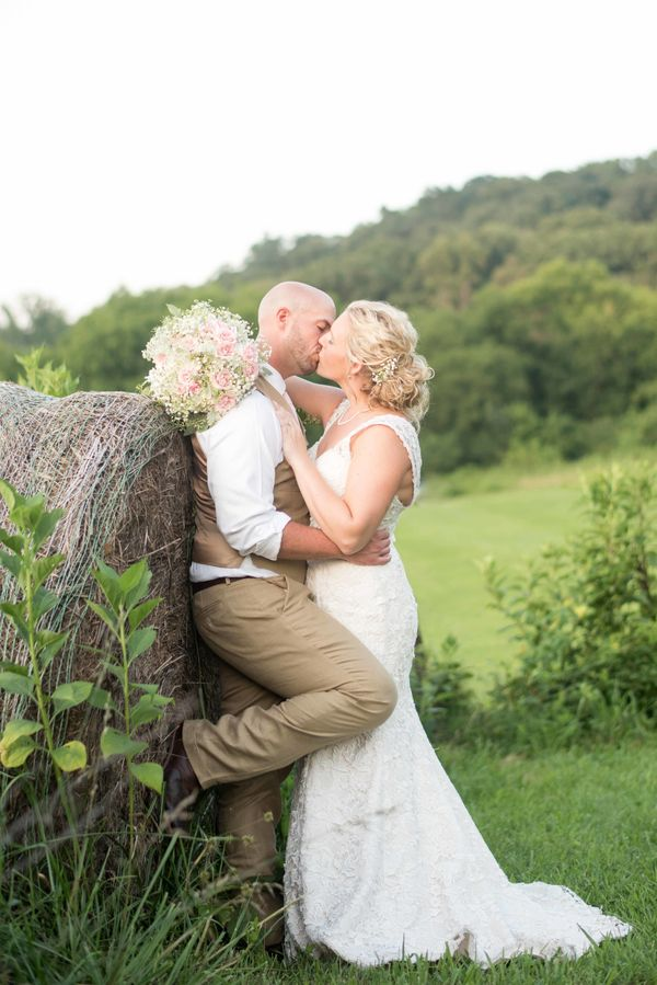 """""""Will and Arin had a lovely Southern wedding at Gabby's Big Red Barn in Tennessee."""" -<a href=""""http://www.shanehawkinsph"""