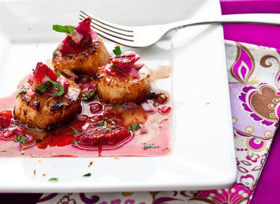 "<strong>Get the <a href=""http://www.jasonandshawnda.com/foodiebride/archives/5735/"">Seared Scallops with Blood Orange Salsa r"