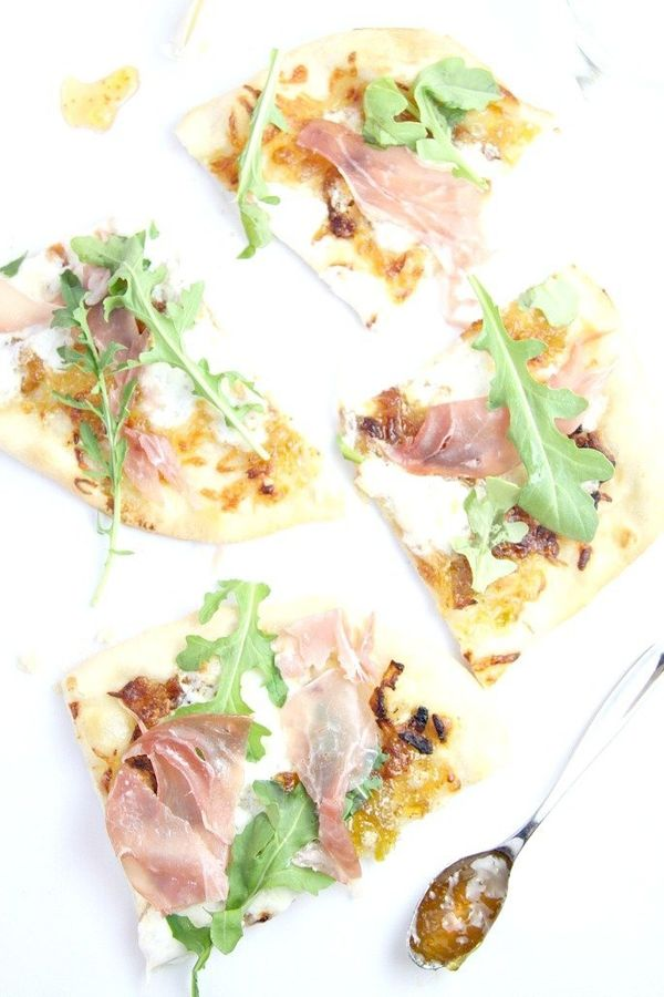 """<strong>Get the <a href=""""http://www.bellalimento.com/2014/05/19/burrata-caramelized-onion-and-prosciutto-pizza/"""" target=""""_bla"""