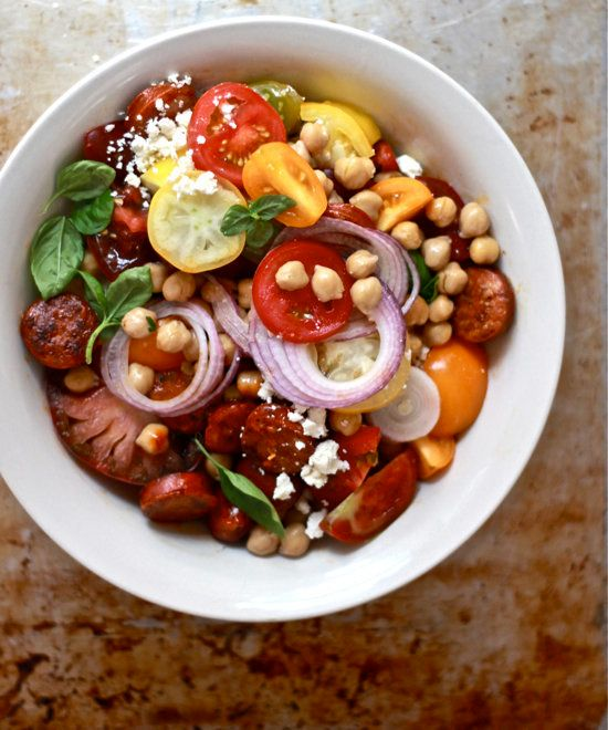 "<strong>Get the <a href=""http://www.theclevercarrot.com/2013/08/heirloom-tomato-chorizo-salad/"" target=""_blank"">Heirloom Toma"