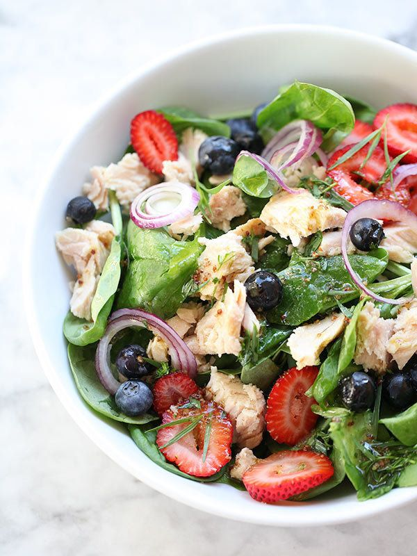 "<strong>Get the <a href=""http://www.foodiecrush.com/2013/08/summer-berry-spinach-salad/"" target=""_blank"">Summer Berry Spinach"