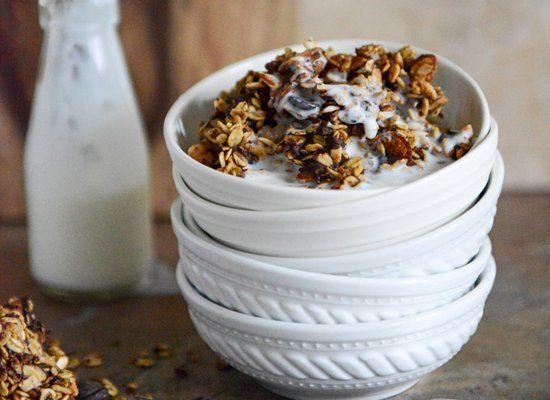 "<strong>Get the <a href=""http://www.howsweeteats.com/2013/04/crunchy-quinoa-toasted-almond-and-dark-chocolate-brown-butter-gr"