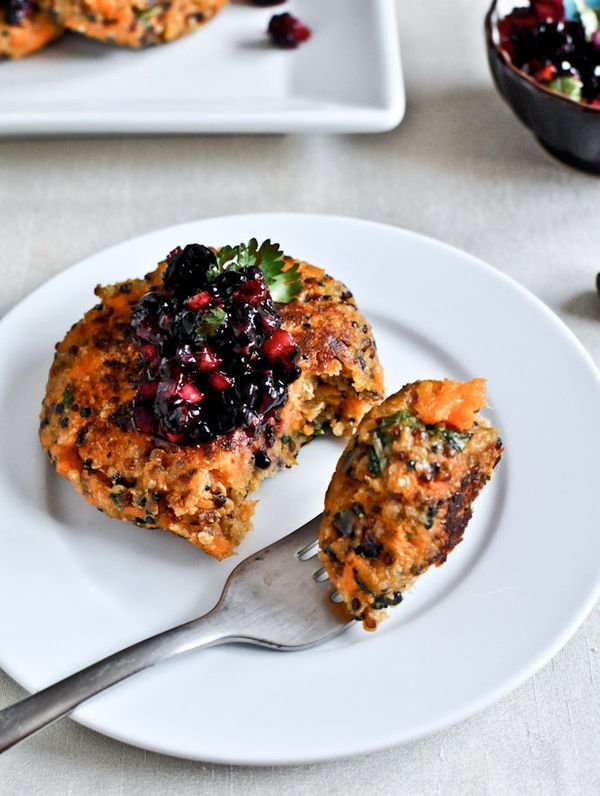 "<strong>Get the <a href=""http://www.howsweeteats.com/2012/05/sweet-potato-quinoa-cakes-with-blackberry-salsa/"" target=""_blank"